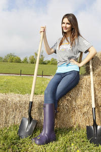 Victoria Justice - The Big Help Earth Day in the Gulf  (16xHQ)