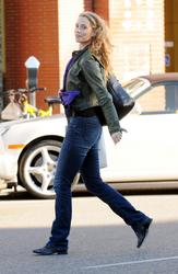 Elizabeth Berkley @ The Urth Cafe in Beverly Hills - Nov. 26, 2010 (x9)