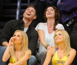 Nov 24, 2010 - Danneel Harris and Jensen Ackles at Lakers Game in Los Angeles Th_22384_tduid1721_Forum.anhmjn.com_20101127084048008_122_253lo