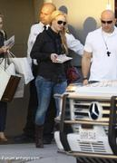 Nov 15, 2010 - Britney Spears shopping at Topanga Plaza Mall in Hollywood (24 MQ + 15 HQ) Th_05081_Forum.anhmjn.com_013_122_436lo