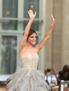 Эмма Уотсон, фото 569. Actress Emma Watson attends the World Premiere of Harry Potter and The Deathly Hallows - Part 2 at Trafalgar Square on July 7, 2011 in London, England., photo 569